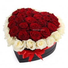 Букет из белых и красных Роз в коробке сердце №51