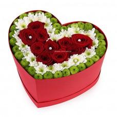 Букет из Хризантемы и Розы в коробке сердце №17