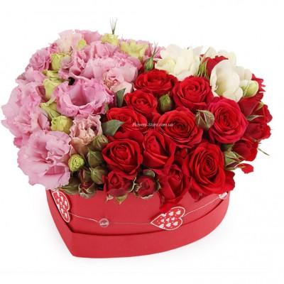"""Букет """"Double"""" из эустомы и розы в коробке сердце"""