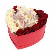 Розы и макаруны в коробке сердце №15