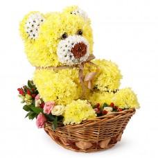 Игрушка из цветов Мишка в корзине