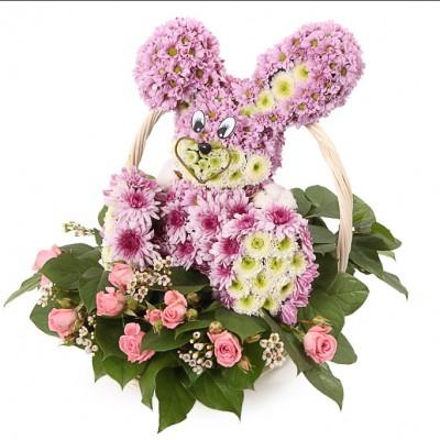 Игрушка из живых цветов Зайка в корзине